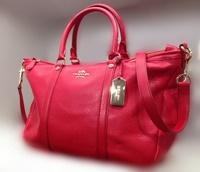 06da23c280 こちらはボストン型のバッグ。中サイズよりやや大きめで、手帳やポウチなど普段の持ち物一式を入れても、けっこう余裕があります。